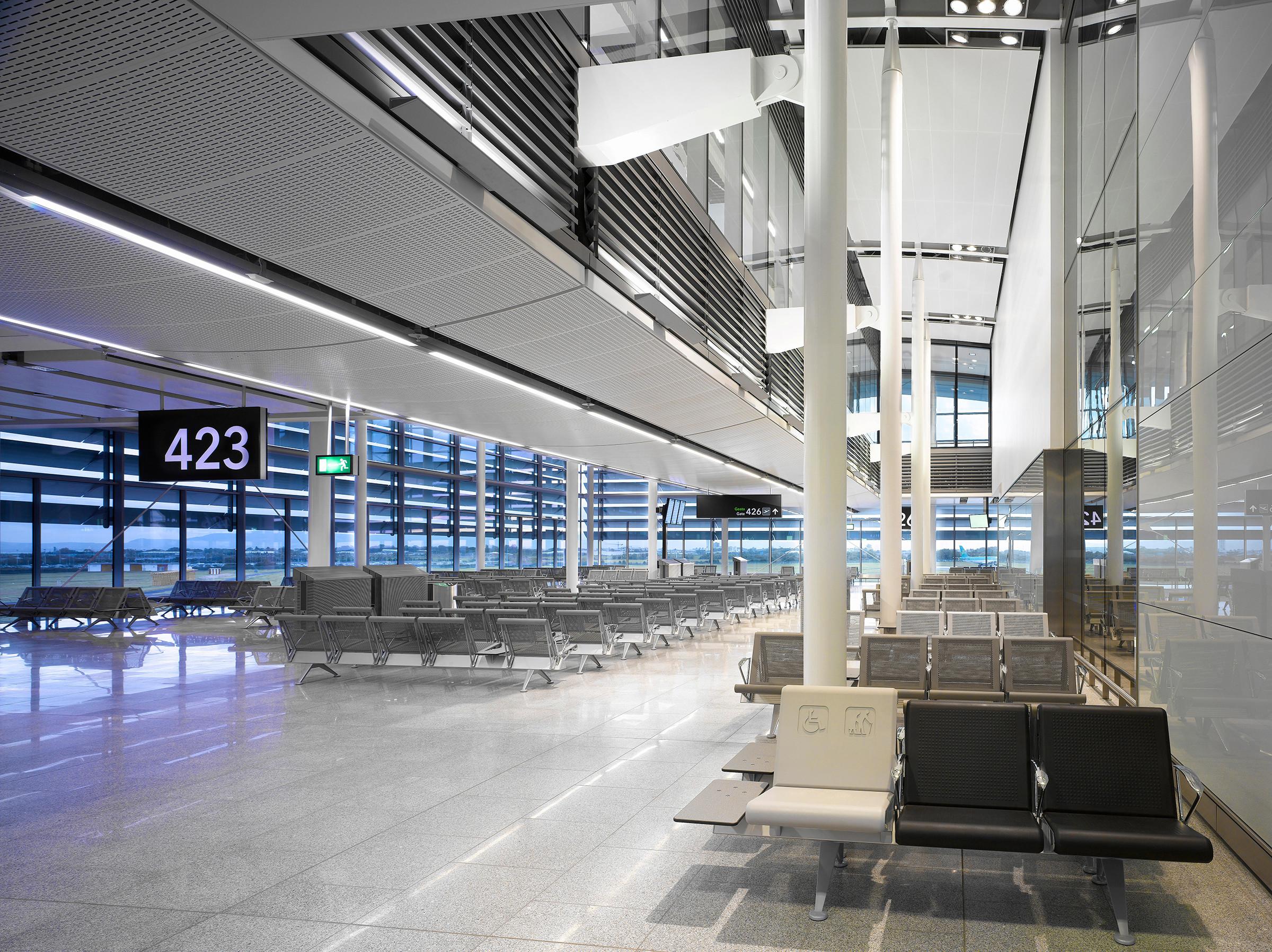 omk public seating dublin airport terminal trax