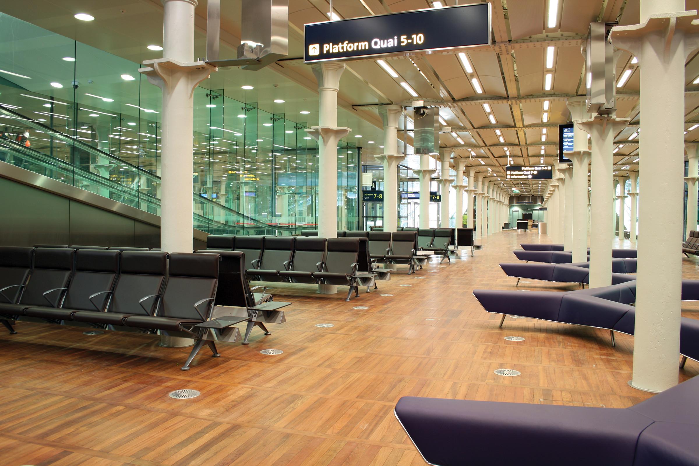 public seating omk eurostar train rail terminal trax
